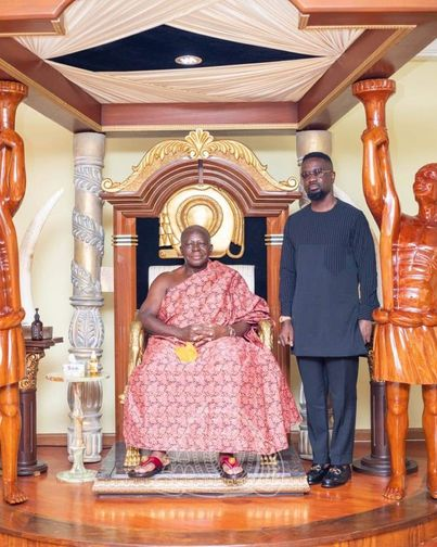 Sarkodie Pays A Special Visit To The Asantehene