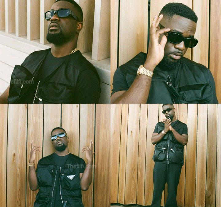 Sarkodie Posts Pictures More Than Slay Queens But No One Is Talking About It, If It Was Shatta Wale, People Would Complain – SM Enthusiast