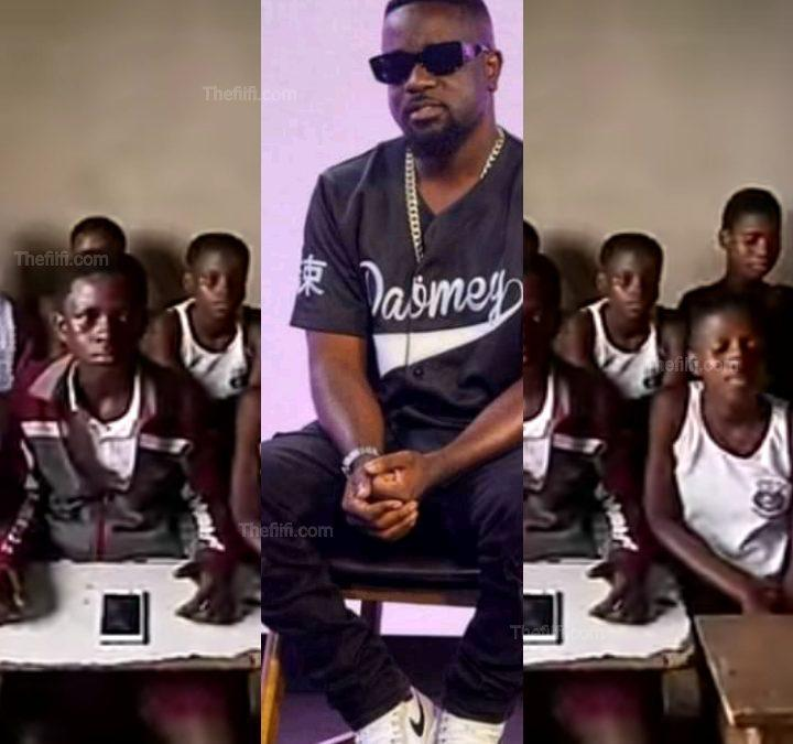 """Video: Pupils Take """"I'll Be There"""" By Sarkodie To Classroom And Sing Word For Word From Top To End"""